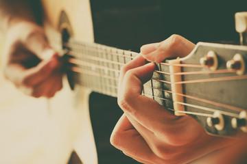 hand play guitar