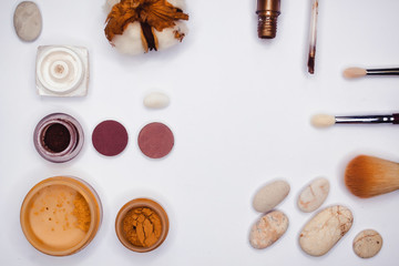 Set for make-up sand color, with cotton and pebbles