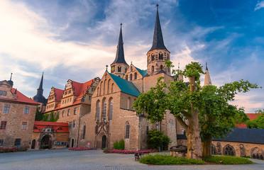 Abenddämmerung am Dom von Merseburg an der Saale, Sachsen-Anhalt
