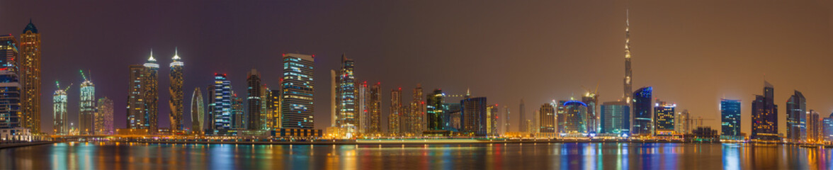 Keuken foto achterwand Dubai Dubai - The evening skyline over the Canal and Downtown.