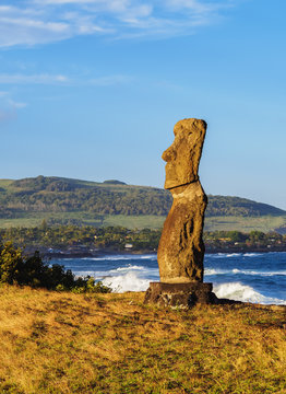 Moai in Ahu Hanga Kioe at sunrise, Rapa Nui National Park, Easter Island, Chile