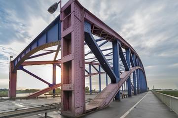 Strassenbruecke Karl-Lehr-Brücke in Duisburg
