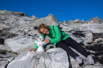 mit dem Wohnmobil durch Norwegen - Schneemännchen auf Dalsnibba mitten im Sommer