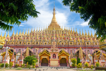 Fotorollo Tempel Beautiful Buddhist Pagoda, Thanboddhay Phaya in Monywa, Myanmar