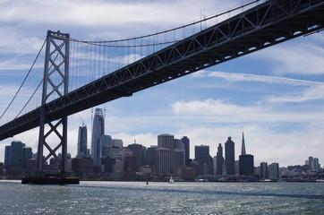ベイブリッジとサンフランシスコの街並み