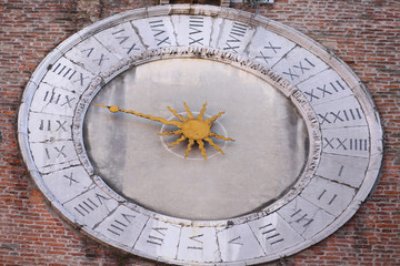 Ancient clock with one hand to measure the hours and Roman numer
