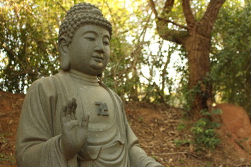 Recess Fitting Buddha Estatua budista de um templo oriental