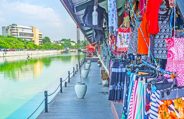 Visit Pettah Floating Market in Colombo