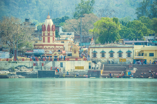 Ashram and Hindu temple on the banks of the Ganges River in Rishikesh