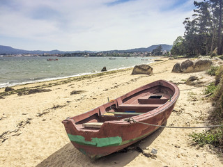 Red boat on Sinas beach