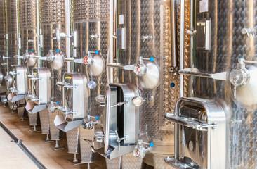 Toneis inox para vinho.