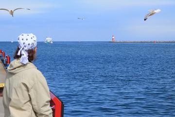Ostsee, Warnemünde, Schiffe, Mann, Meer, gucken