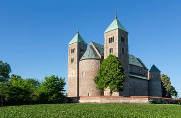 Photo sur Toile Monument Archikolegiata Najświętszej Marii Panny i św. Aleksego w Tumie pod Łęczycą