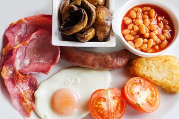 典型的なイングリッシュブレックファースト typical full English breakfast