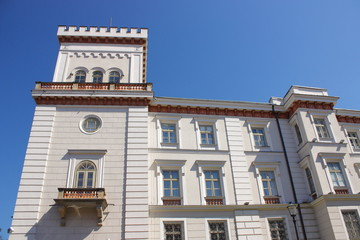 Zamek książąt Sułkowskich w Bielsku-Białej (Polska, województwo śląskie), wzniesiony w XIV wieku, po przebudowie w XIX wieku otrzymał eklektyczną fasadę.
