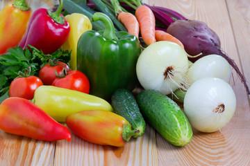 Овощи,ингредиенты для готовки овощного рагу на кухонном столе