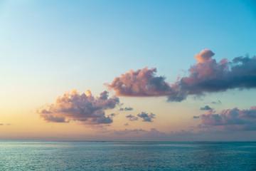 雲・夕暮れ・海