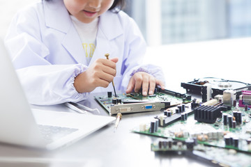 The girl is disassembling the computer