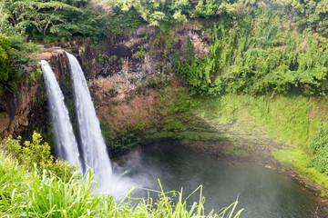 Die Wailua Falls auf Kauai, Hawaii, USA.