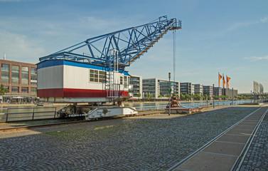 Duisburg Innenhafen mit Kran