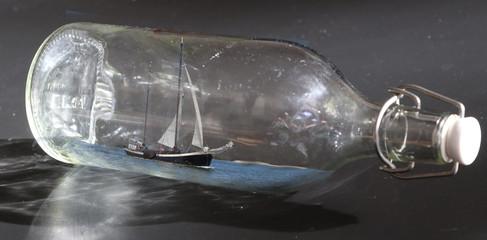 Zeilboot in een fles