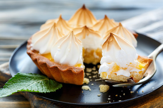 Chunk tartlets with meringue on a fork.