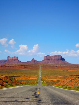 Awesome road in monument valley
