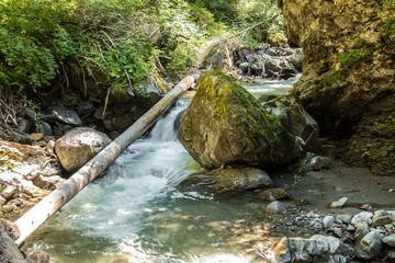 Fluss und Felsen