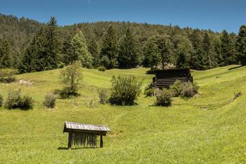 Kleine Hütten in den Bergen