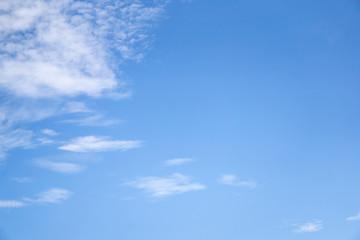 青空の下 雲