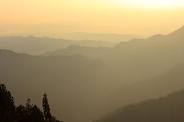 三峯神社 遥拝殿からの朝日
