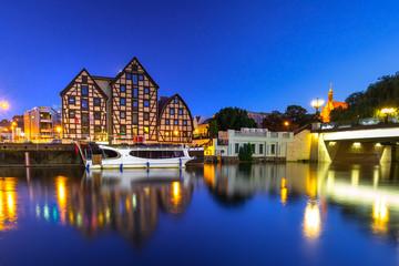 Obraz Bridge in Bydgoszcz city over Brda river at night, Poland - fototapety do salonu