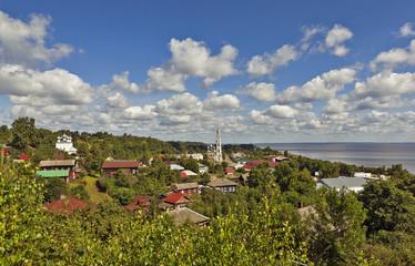 Вид с Пятницкой горы на город Юрьевец. Ивановская область.