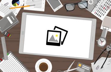 Schreibtisch mit Tablet - Galerie