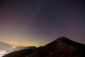 由布岳と星景