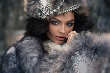 Oldfashion portrait of beautiful brunette in winter luxure clothes