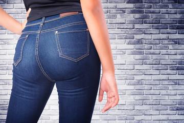 woman wearing jean