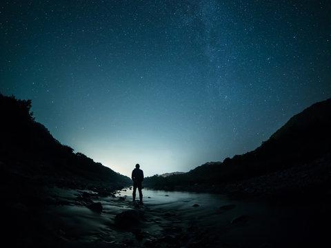 星空と人物