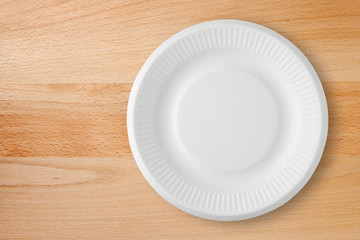 Top view of empty paper plate on the table