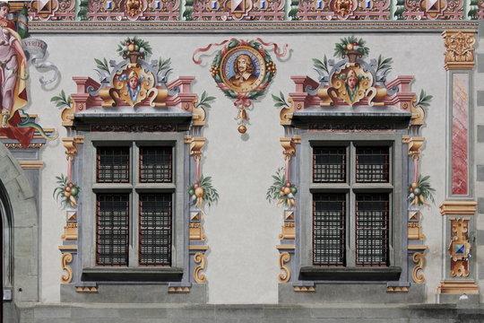 zwei Fenster am Alten Rathaus in Lindau (Bodensee), Allgäu, Deutschland
