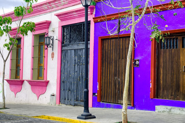 Fototapete - Pink and Blue House in Oaxaca