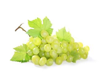 grappe de raisin vert sur fond blanc