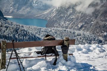 Bergsee Fotografieren im Winter Schnee in den Alpen Berge Bank