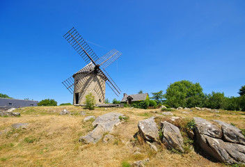 Mont-Dol Windmuehle in der Bretagne  - Mont-Dol windmill in Brittany
