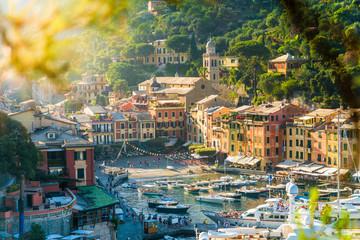 Aussicht auf den Hafen von Portofino, Ligurische Riviera, Italien Wall mural
