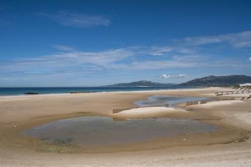 Europa: vista della Playa de los Lances, la più grande spiaggia di Tarifa, città sulla costa più meridionale della Spagna, di fronte allo stretto di Gibilterra e al Marocco