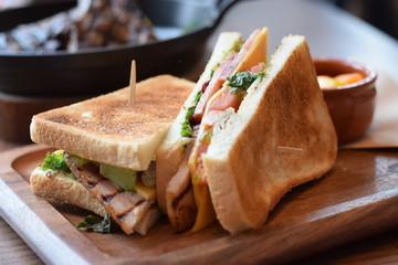 こんがり焼かれたサンドイッチ