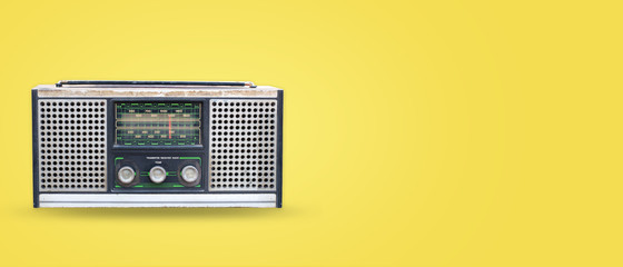 Vintage radio on pastel color background. retro technology. flat lay, top view hero header. vintage color styles.
