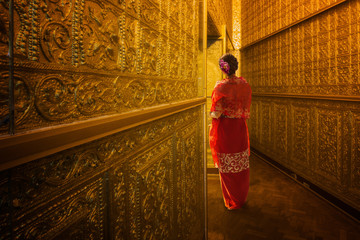 Myanmar lady atanding in the ancient emple
