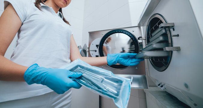 Sterilizing medical instruments in autoclave
